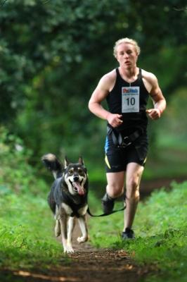 Le canicross permet de se motiver avec son animal de compagnie lors d'une course